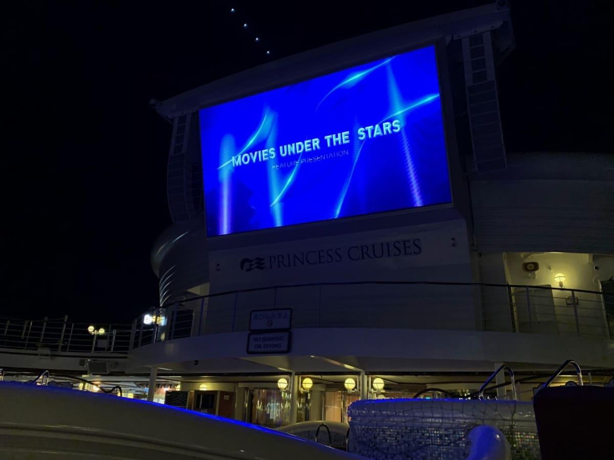 今年の2月のドライドックでデッキのシアターのサインドを7.1Chに強化したそうです。寝転びながら楽しむ映画は音も迫力があり、結構楽しめました。   客船ダイヤモンド・プリンセスのアクティビティ、船内施設