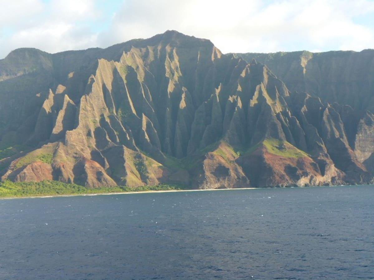 ナパリコーストはこのクルーズのハイライト   カフルイ(マウイ島)