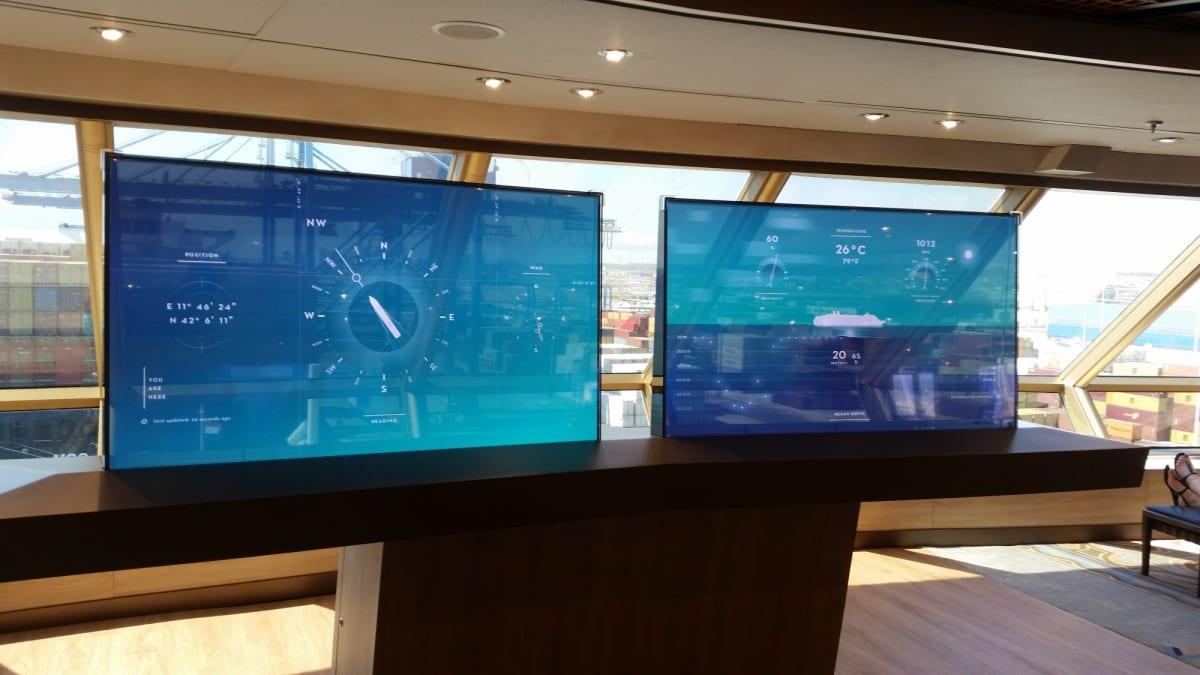 とにかく船で感動したのがこれ。半透明に透けて見えるパネルに航海情報が表示される。スタートレックか宇宙戦艦ヤマトか。 方位進路速度は元より、水深も表示されるのが面白かった。 | 客船ウエステルダムの船内施設