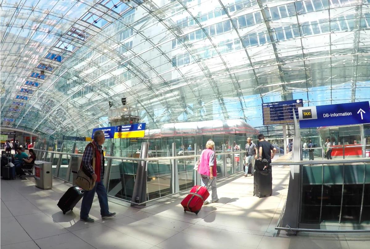 フランクフルト空港からストラスブール港までは列車旅です。 | フランクフルト・アム・マイン