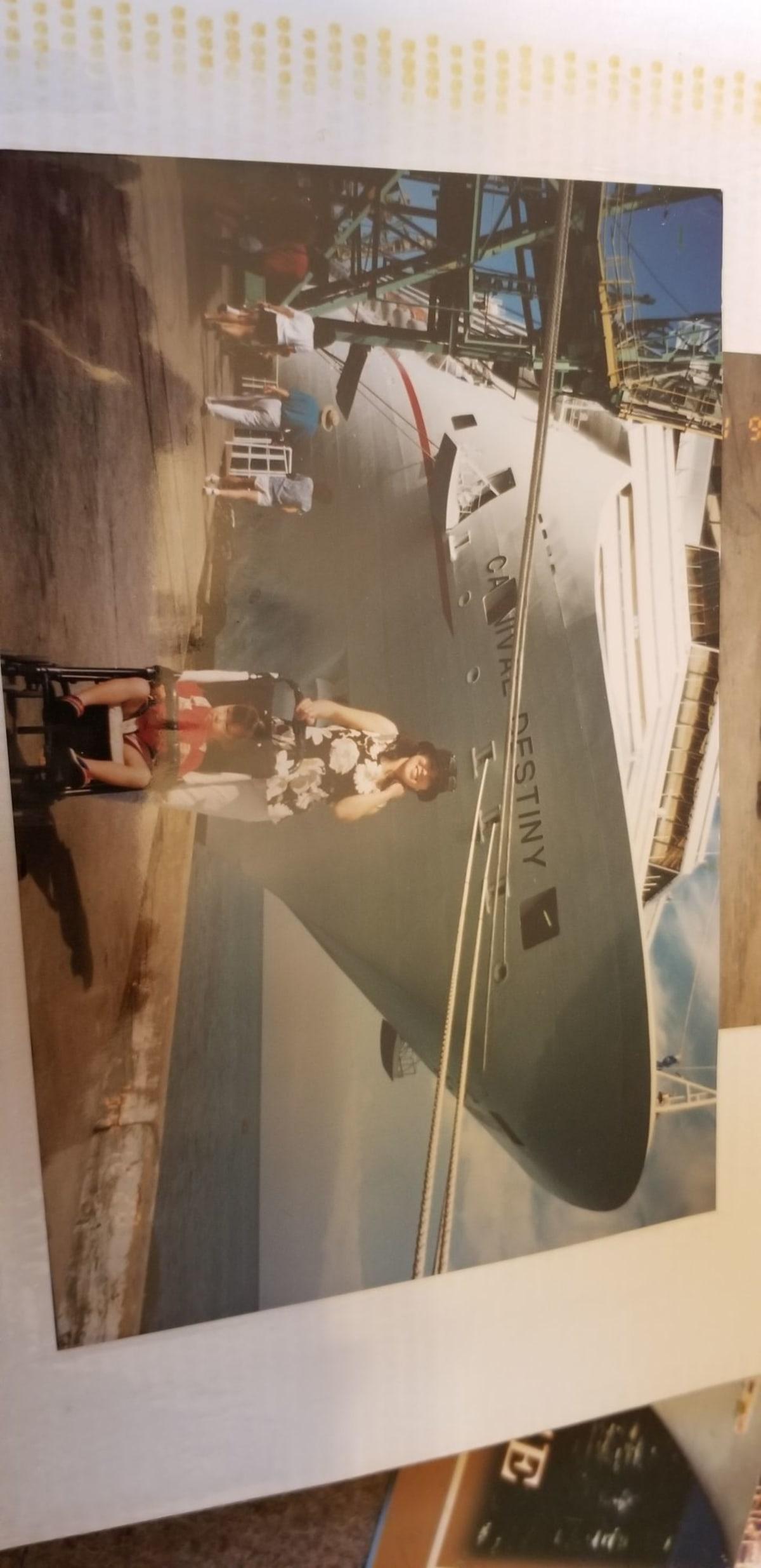 客船カーニバル・デスティニーの乗客、外観