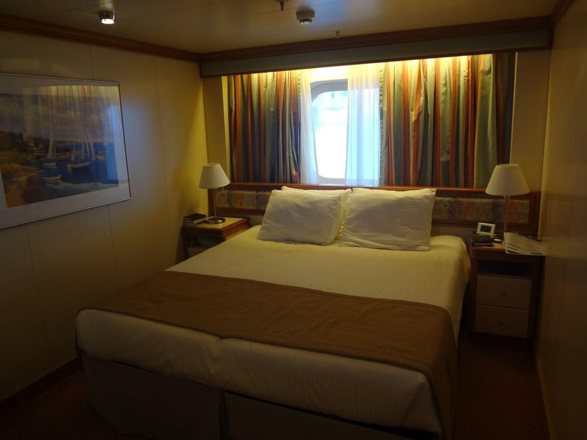 舳先の船室 部屋は良かったが場所が悪かった  荒天時の揺れは凄かった。 | 客船ダイヤモンド・プリンセスの客室