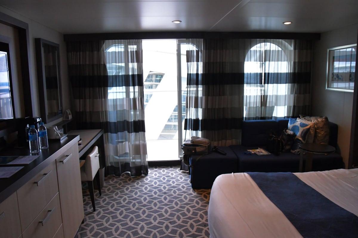 12時頃乗船して早速、客室に。 | 客船クァンタム・オブ・ザ・シーズの客室
