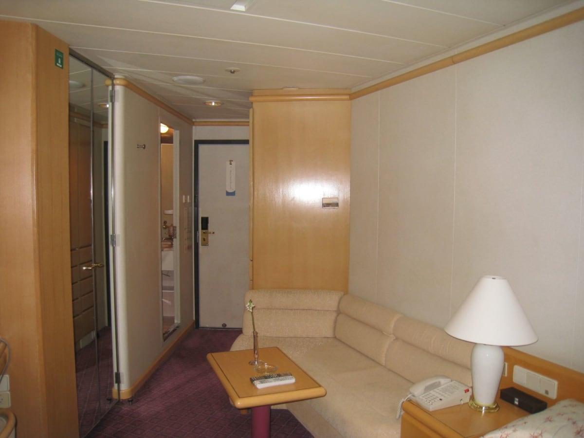 お部屋も広々です。 | 客船飛鳥2の客室
