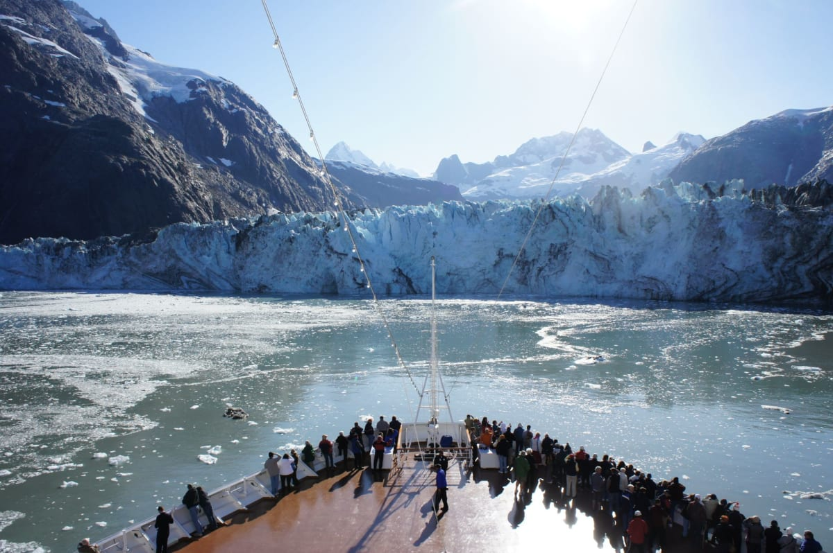 オブザベーションデッキからの氷河   客船オーステルダムの乗客、船内施設