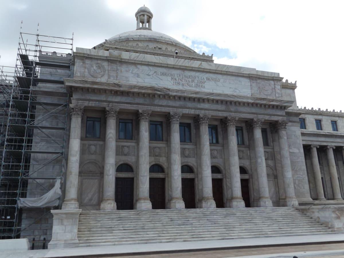 プエルトリコはアメリカ領の自治島なので議事堂も立派です