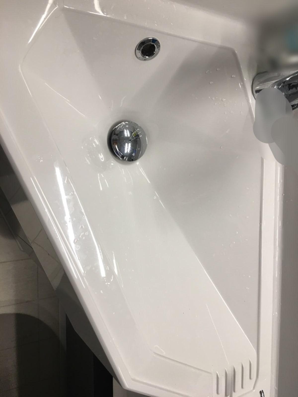 洗面ボール。変形型で小さめで浅いです。   客船MSCベリッシマの客室