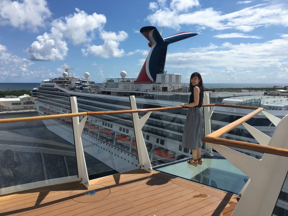 マイアミを出港! お隣にはカーニバルクルーズの船も止まっていました。   フォートローダーデール(フロリダ州)での客船ハーモニー・オブ・ザ・シーズ
