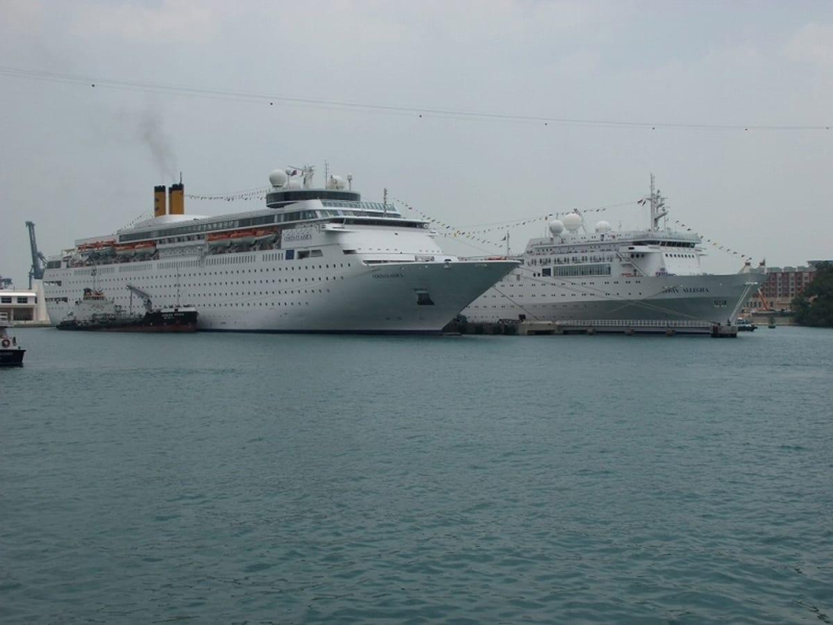 Harbour Front で出航を待つCosta Allegra | シンガポールでの客船コスタ・アレグラ