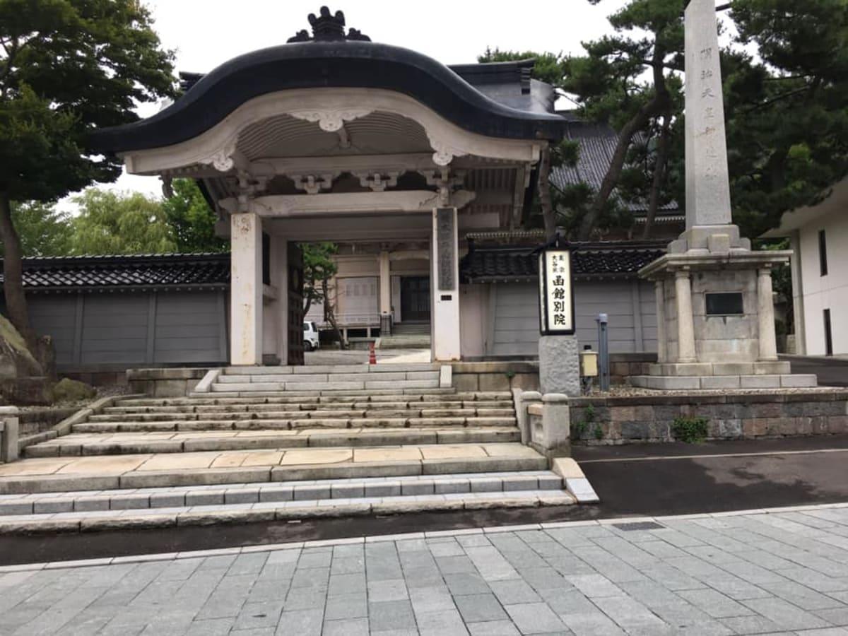 東本願寺函館別院の山門