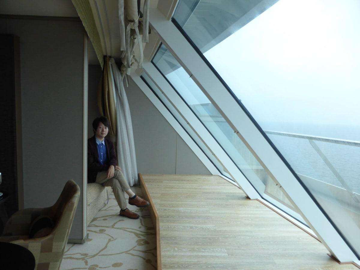 この景色はスイートだけの特権 | 客船コスタ・ネオロマンチカの客室、乗客