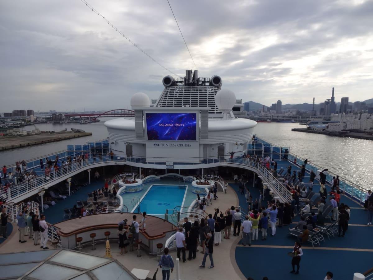 いよいよ釜山に向けて出港! 心躍ります | 客船ダイヤモンド・プリンセスの外観、船内施設