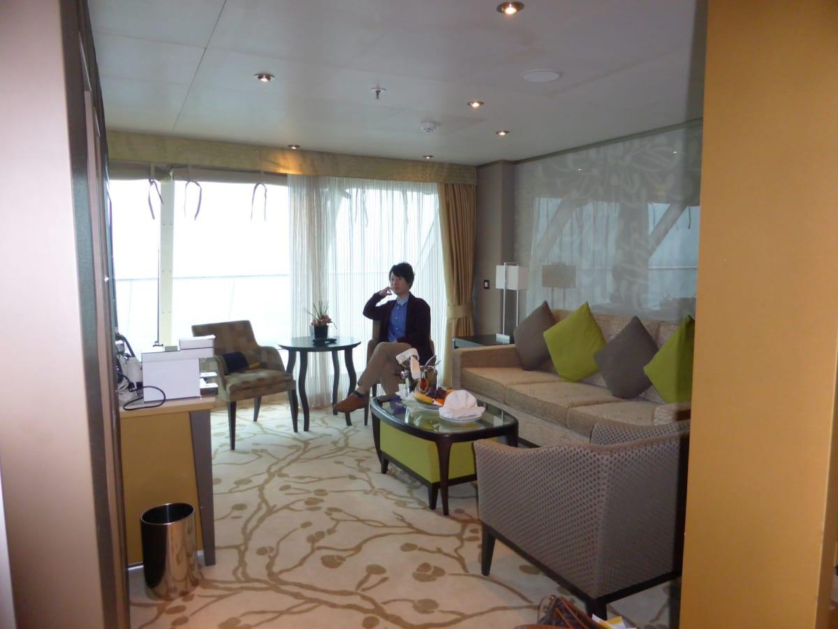 スイートのリビングスペース | 客船コスタ・ネオロマンチカの客室、乗客