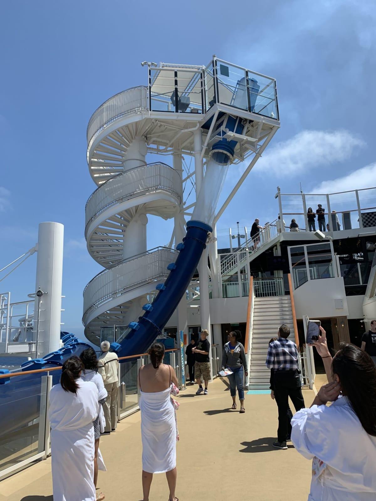 ウォータースライダー | 客船ノルウェージャン・ブリスの乗客、船内施設