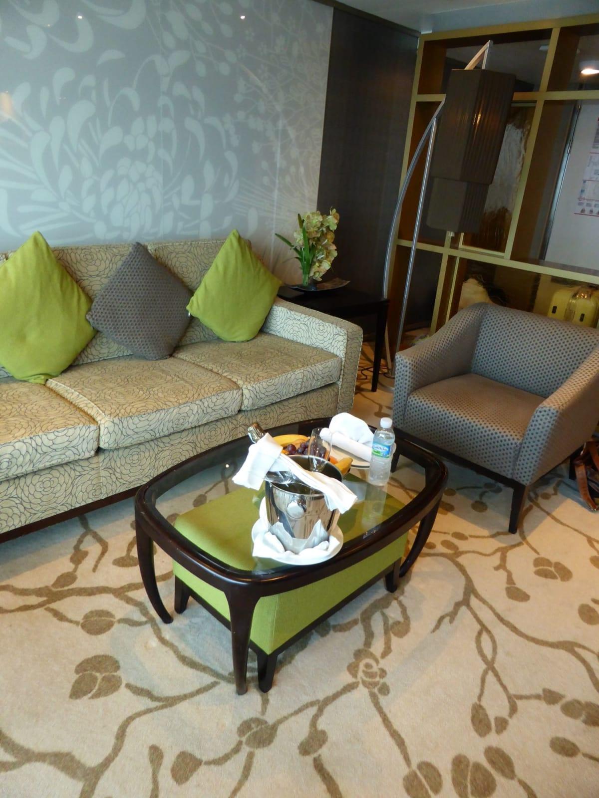 ウエルカムシャンパン | 客船コスタ・ネオロマンチカの客室