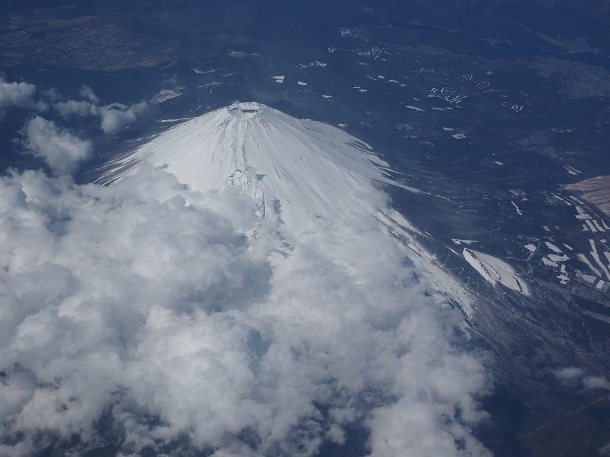 成田からシンガポールへ、富士山上空を通過。