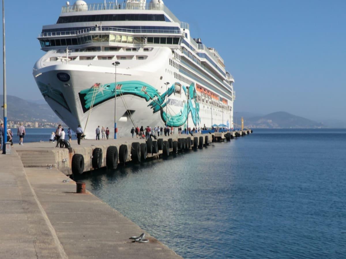 アランヤ岸壁に停泊中 | アランヤでの客船ノルウェージャン・ジェイド