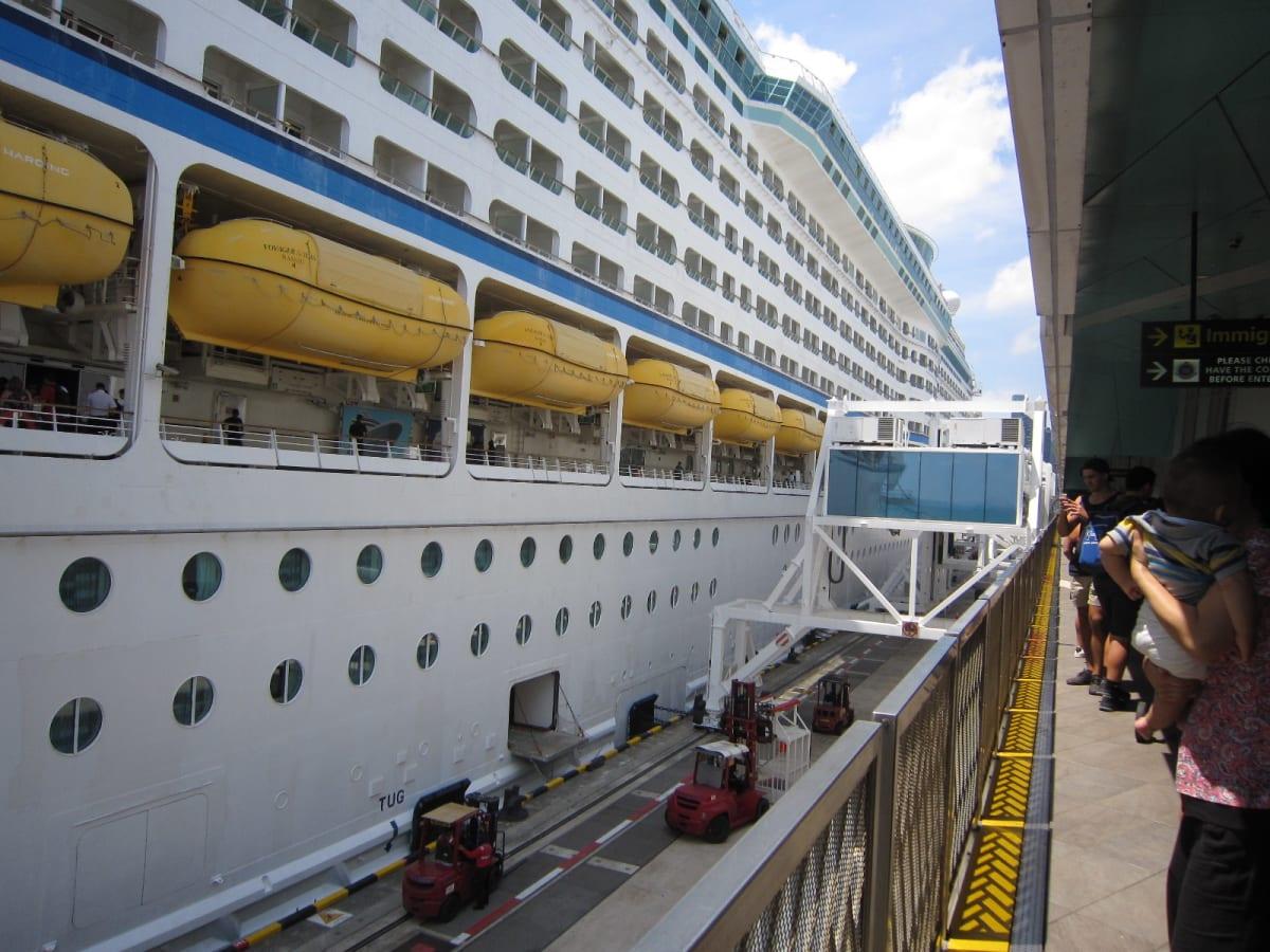 乗船日 シンガポール出航前 今から、乗船❢ 楽しみです❕   シンガポールでの客船ボイジャー・オブ・ザ・シーズ
