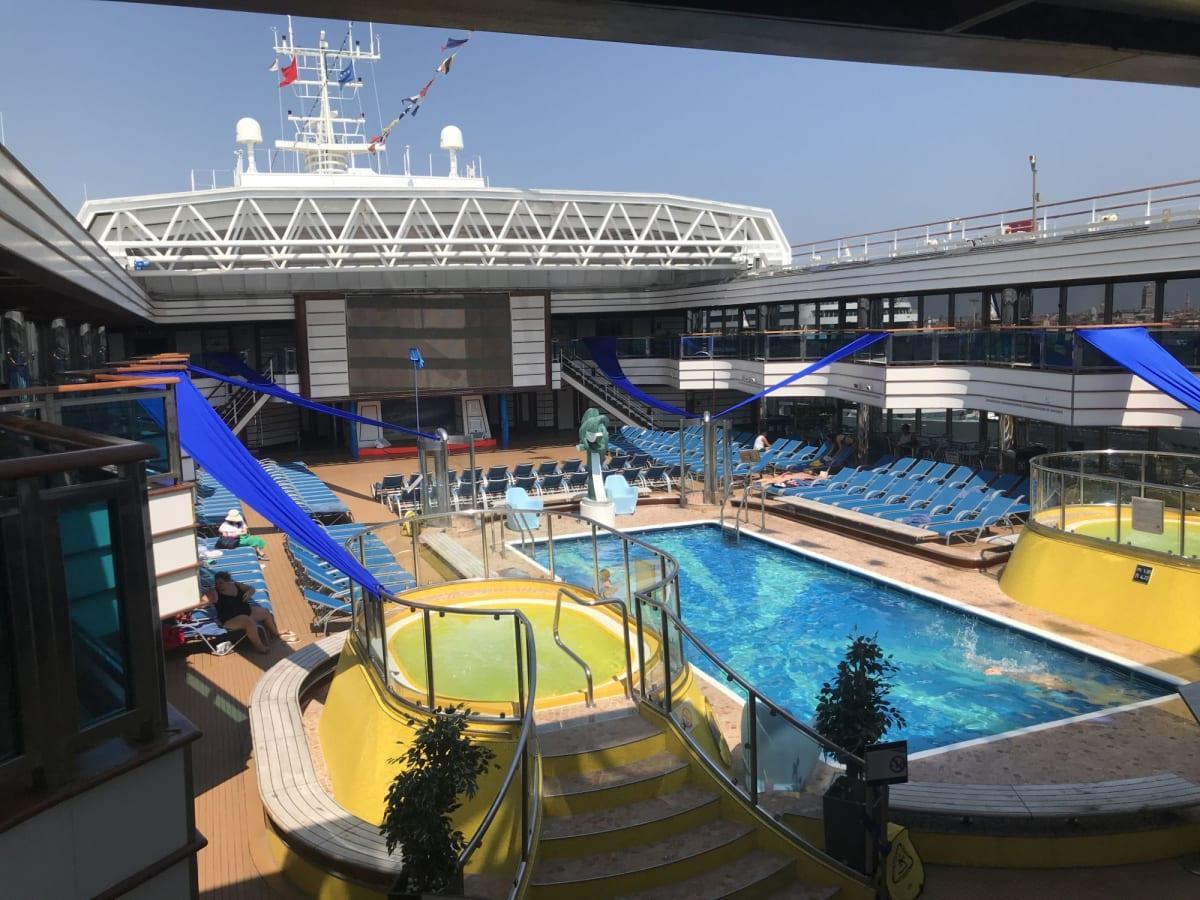 客船コスタ・デリチョーザの船内施設