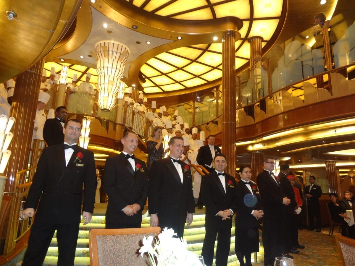 ブリタニアレストラン ワーカーの紹介 | 客船クイーン・エリザベスのダイニング、クルー、アクティビティ