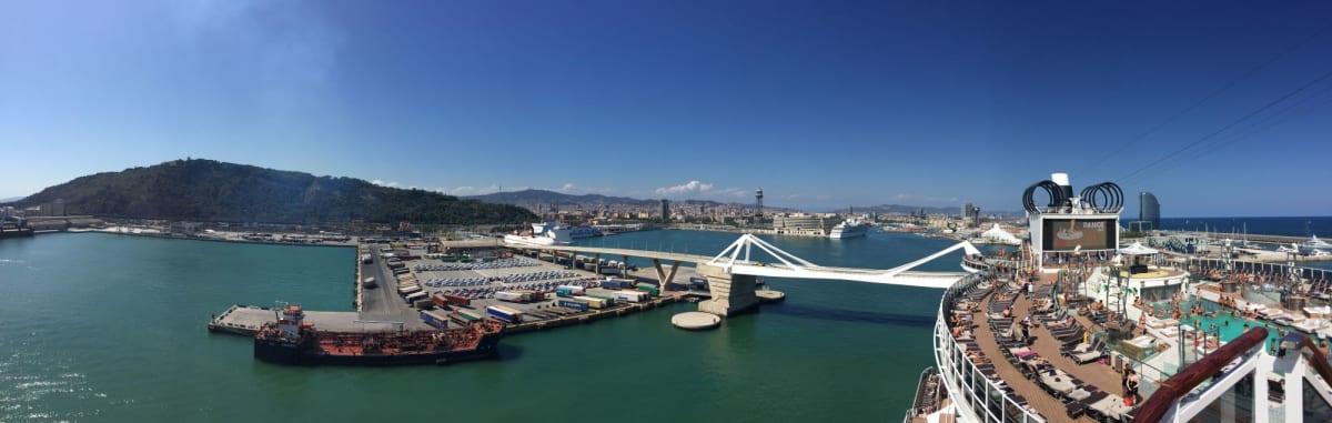 バルセロナ港停泊中