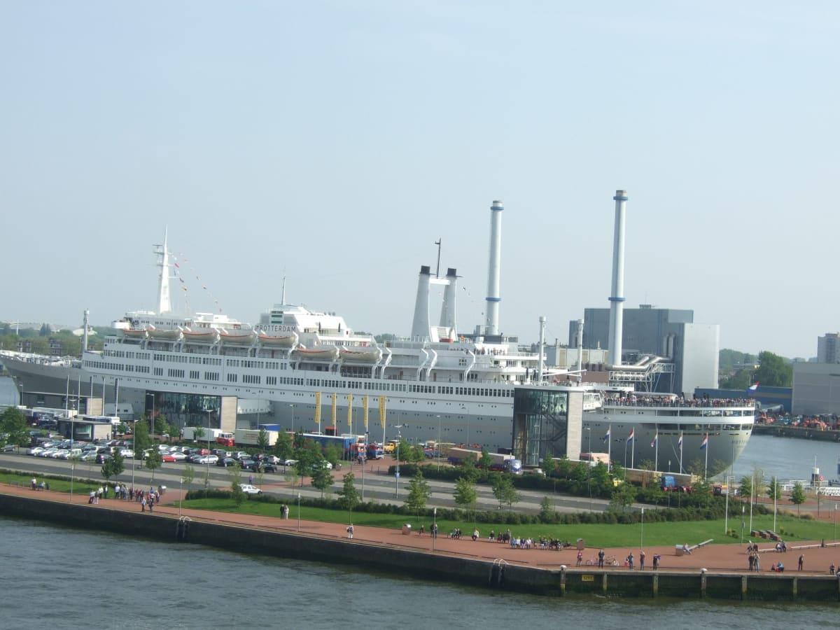 先代の「SSロッテルダム号」(現在ホテル) ロッテルダム | ロッテルダム
