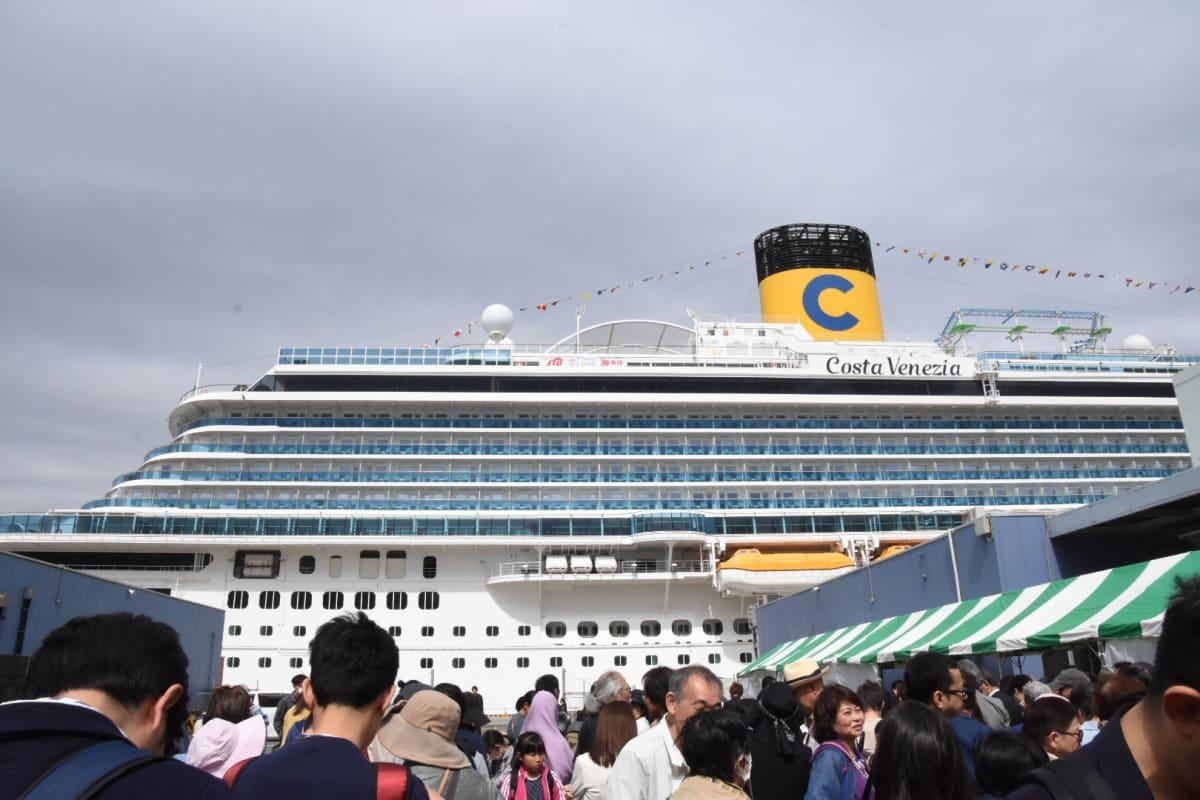 東京での客船コスタ・ベネチア