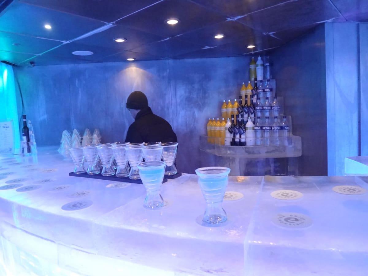 グラスも氷。カクテルは選べます。 | 客船ノルウェージャン・エピックの船内施設