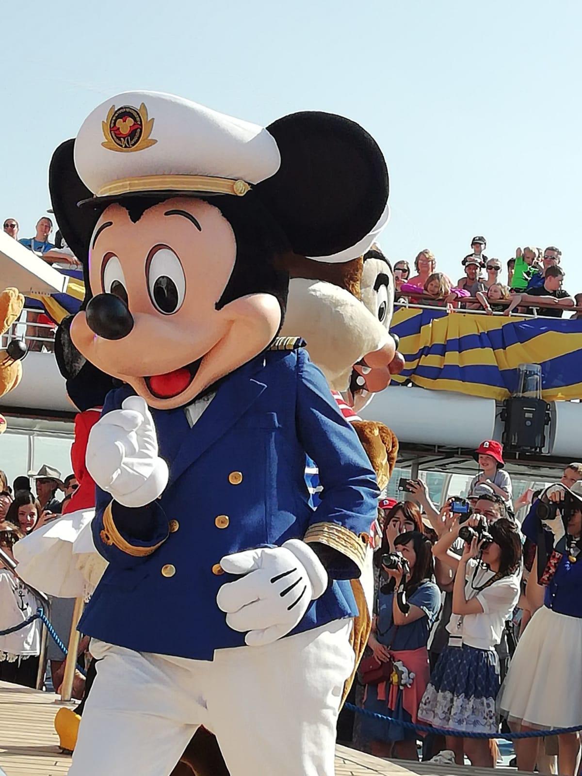 出航パーティの時のミッキー船長です。 | 客船ディズニー・マジックのアクティビティ、船内施設