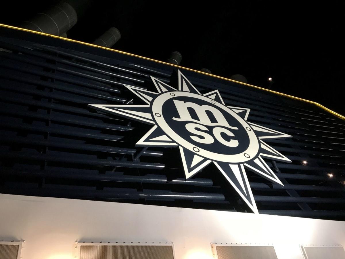 ロゴがカッコイイ   客船MSCスプレンディダの外観