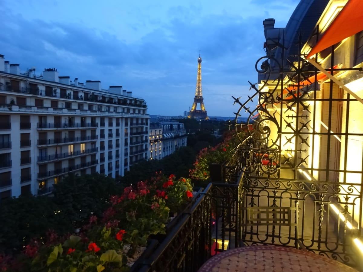 このタイプの部屋6階のみ、唯一バルコニーが広いです。 | パリ