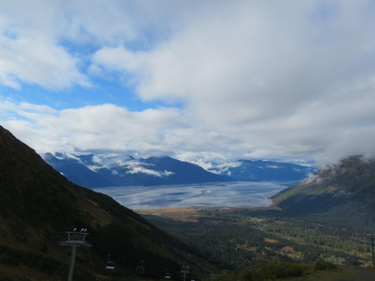 ゴンドラに乗って山頂に昇って眺めたターンアゲイン湾の入江 | スワード(アラスカ州)