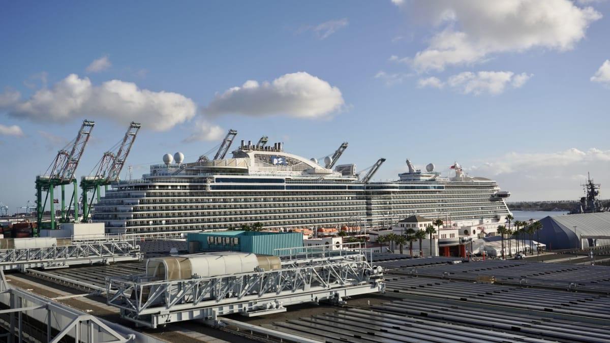 サンペドロ港にはクラウンプリンセスも停泊していました。 | ロサンゼルス(サンペドロ / ロングビーチ)での客船クラウン・プリンセス