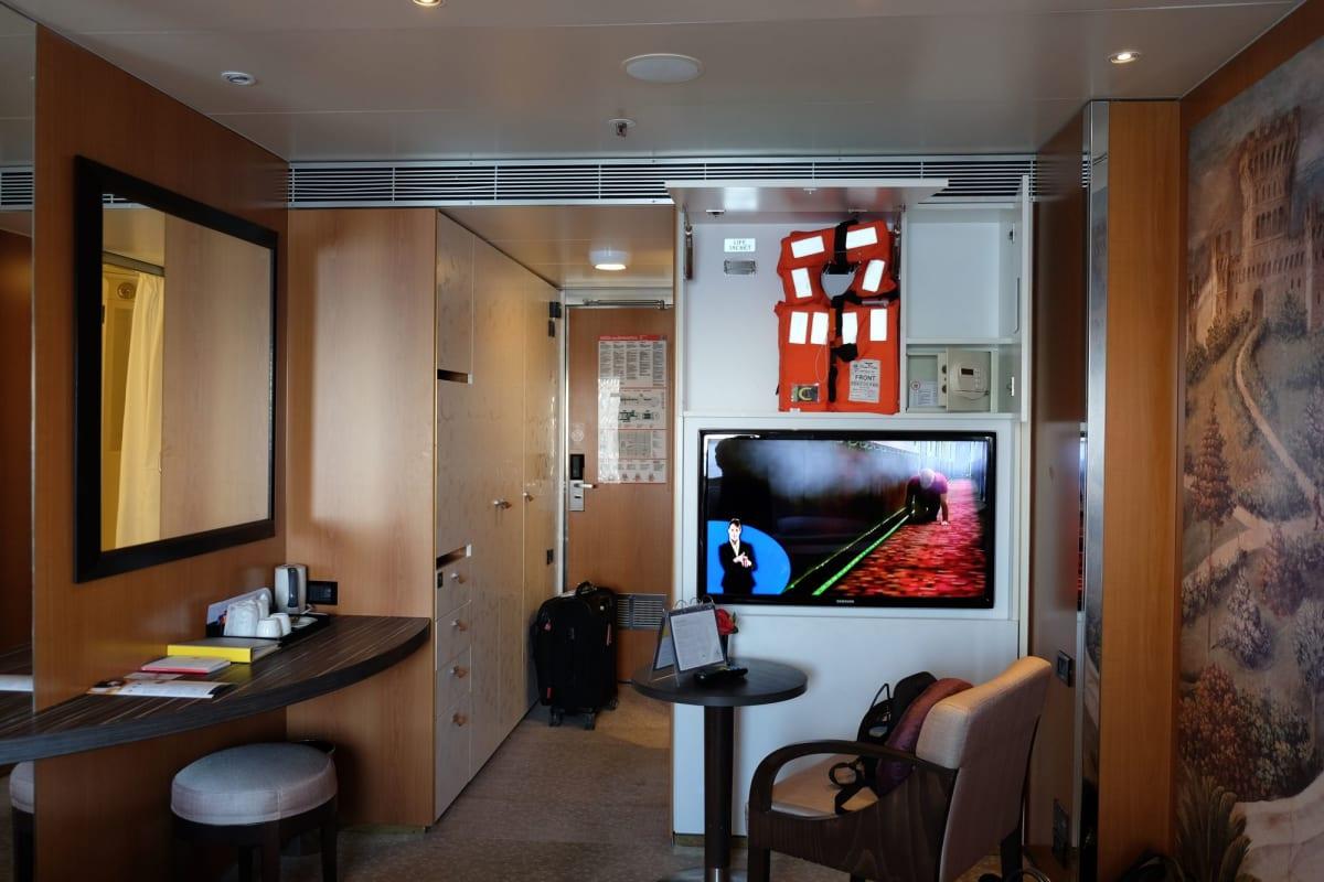 クローゼットも大きくて、お部屋は快適です。   客船コスタ・ネオロマンチカの客室