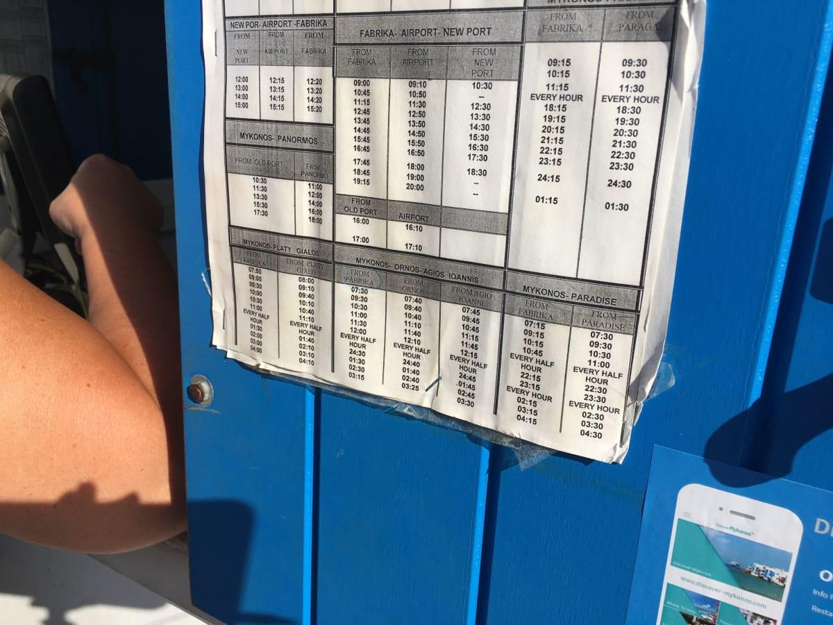 ビーチへはバス。本数は少ないです。窓口でカラファティスビーチを勧められました。 | ミコノス島