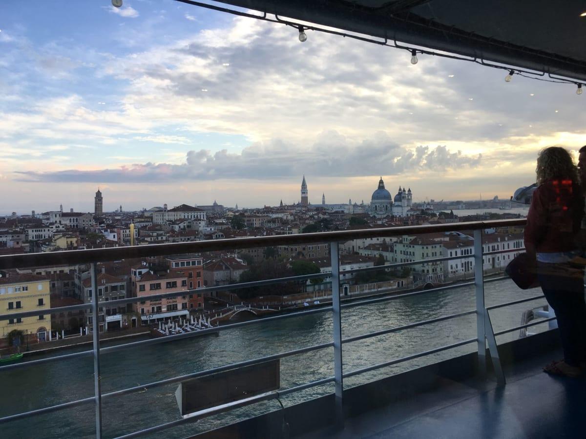 帰ってきた時の朝のヴェネツィア。出発時とは違ってちょっと寂しい感じがしますが朝焼けが綺麗でした。 | ヴェネツィア