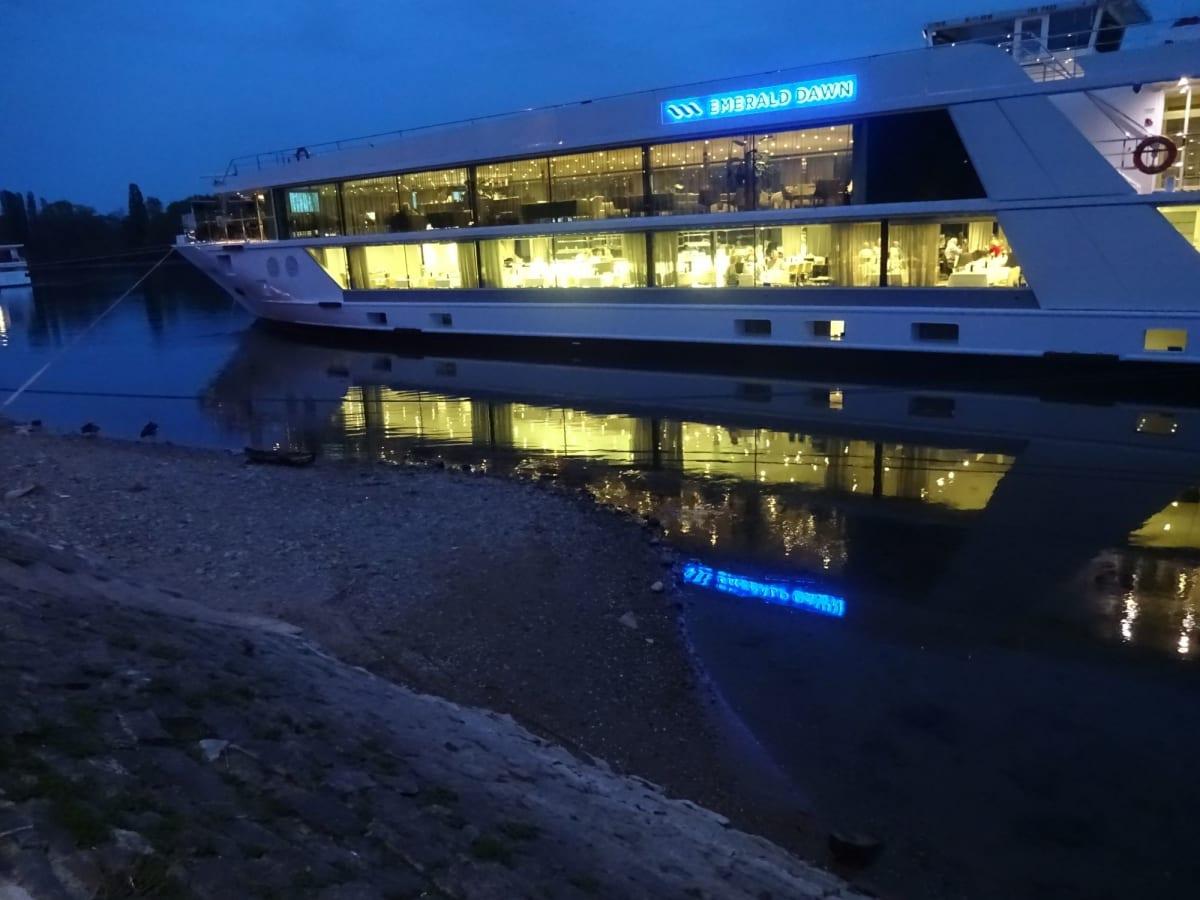 Drosselgasse, Ruedesheim am Rhein, Germany ドイツ・リュ-デスハイムの 【つぐみ横丁】 当初予定には無く、断念していたのだが こちらも サプライズで 夜の散策が | 外観