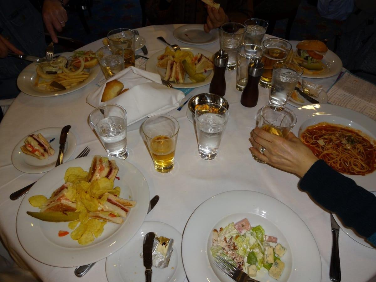乗船した日の昼食。可もなく、不可でもなく。 | 客船ノルウェージャン・スピリットのダイニング、フード&ドリンク