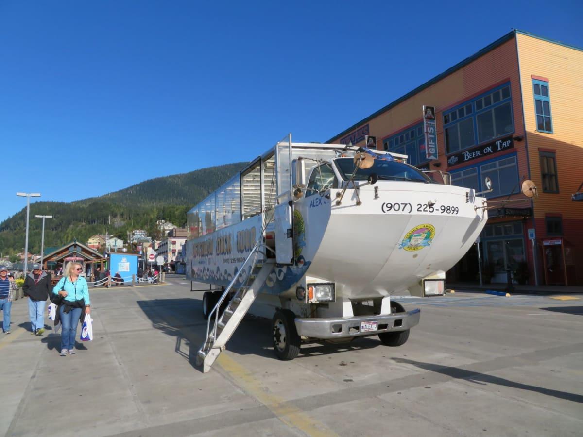 ケチカンの市内観光、港湾観光で乗った水陸両用車 | ケチカン(レビジャヒヘド諸島 / アラスカ州)
