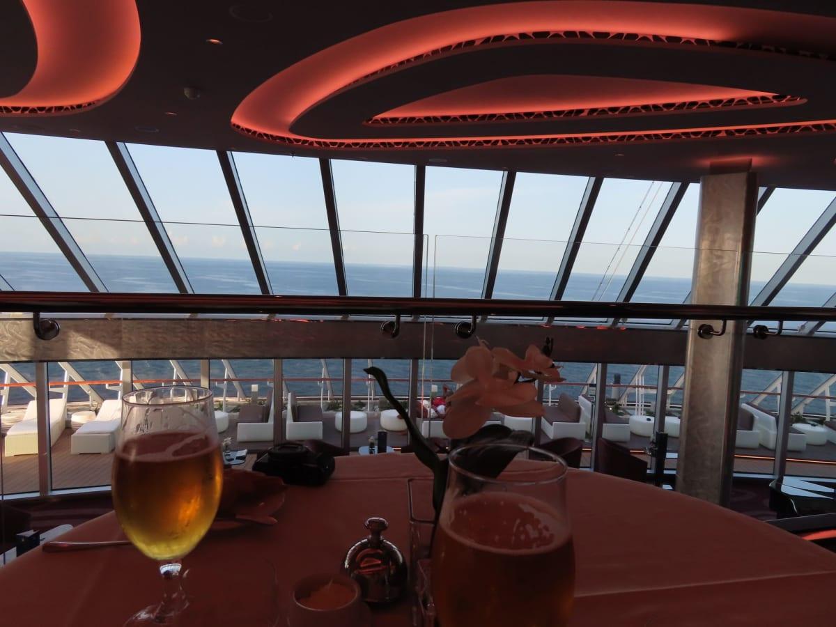 レストランからの眺め。とても見晴らしがいいです。 | 客船MSCシーサイドのダイニング