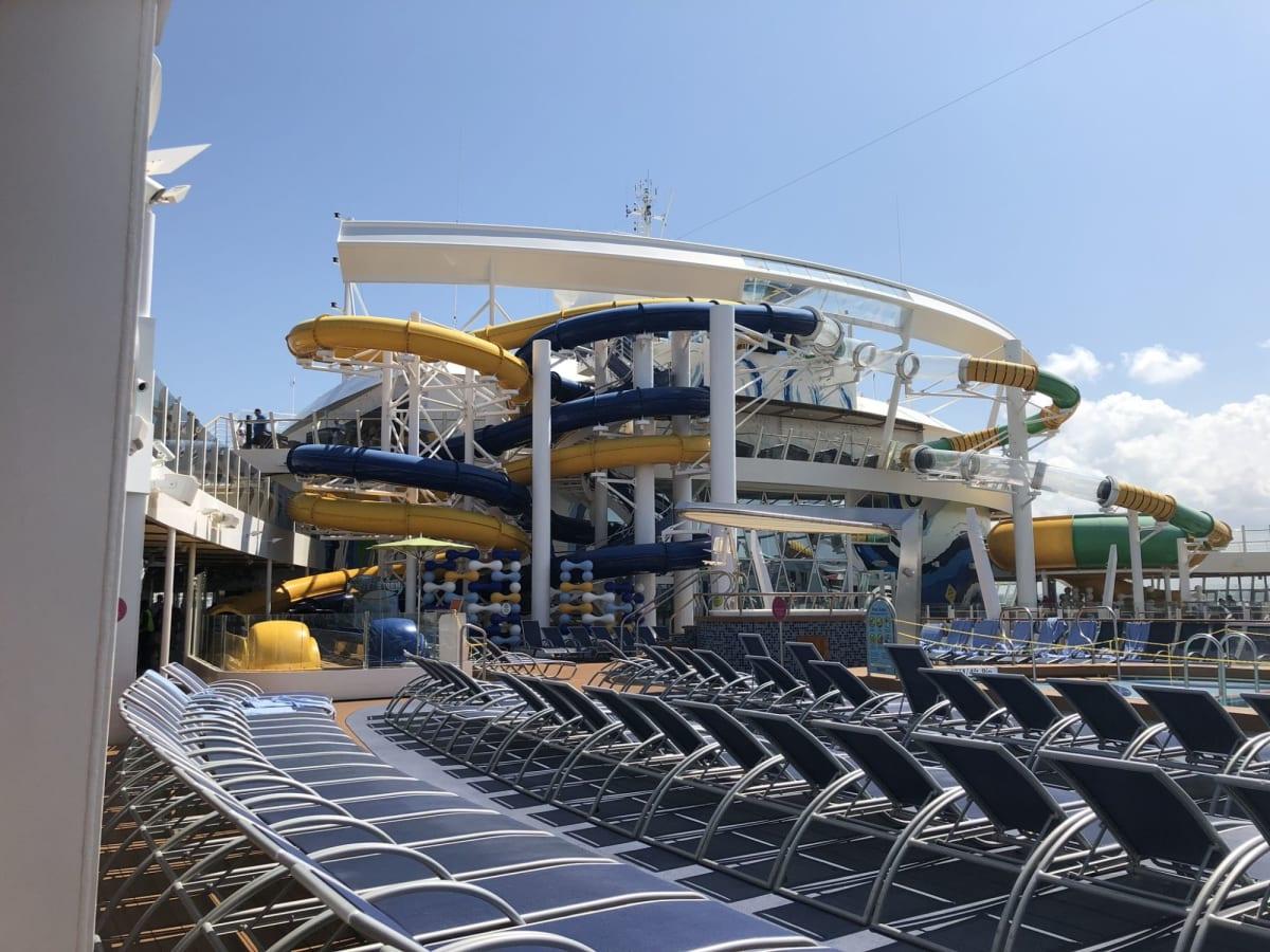 ウォータースライダー。段差に注意! | 客船ハーモニー・オブ・ザ・シーズの船内施設