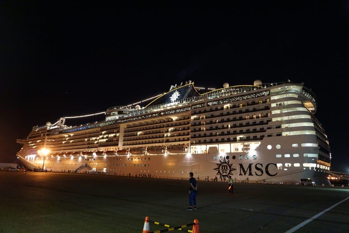 大黒埠頭T3バース   横浜での客船MSCスプレンディダ