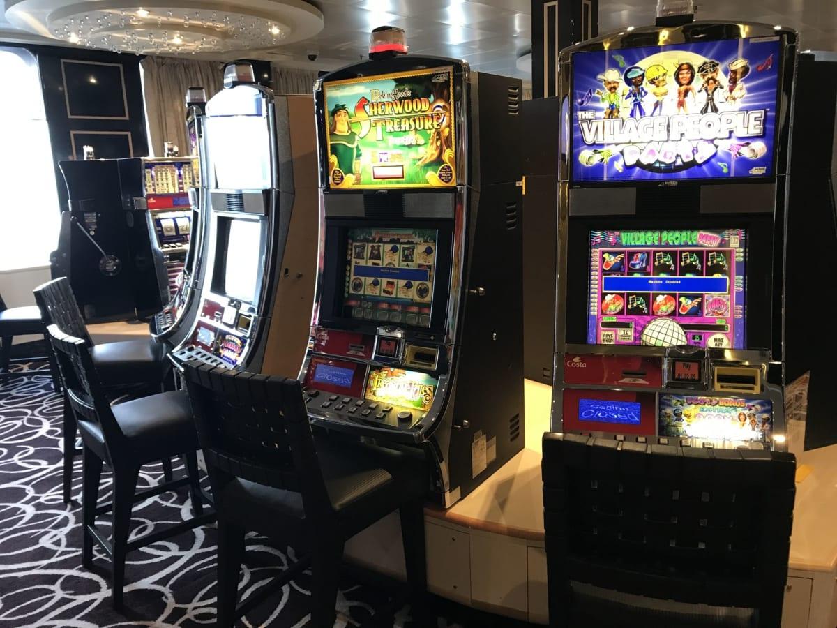 カジノ 日本海域を出ると、カジノがオープン | 客船コスタ・ネオロマンチカの船内施設