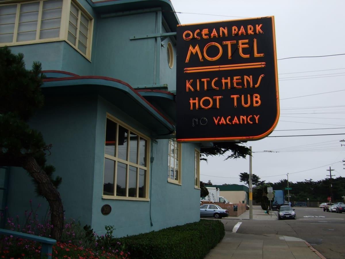 SF で宿泊したのは、Ocean Park Motel で、ムニメトロのLライン、SF Zoo 駅のすぐそばにある。 | サンフランシスコ(カリフォルニア州)