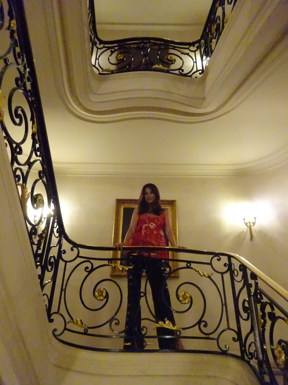 インスタ映えスポットのらせん階段 | パリ