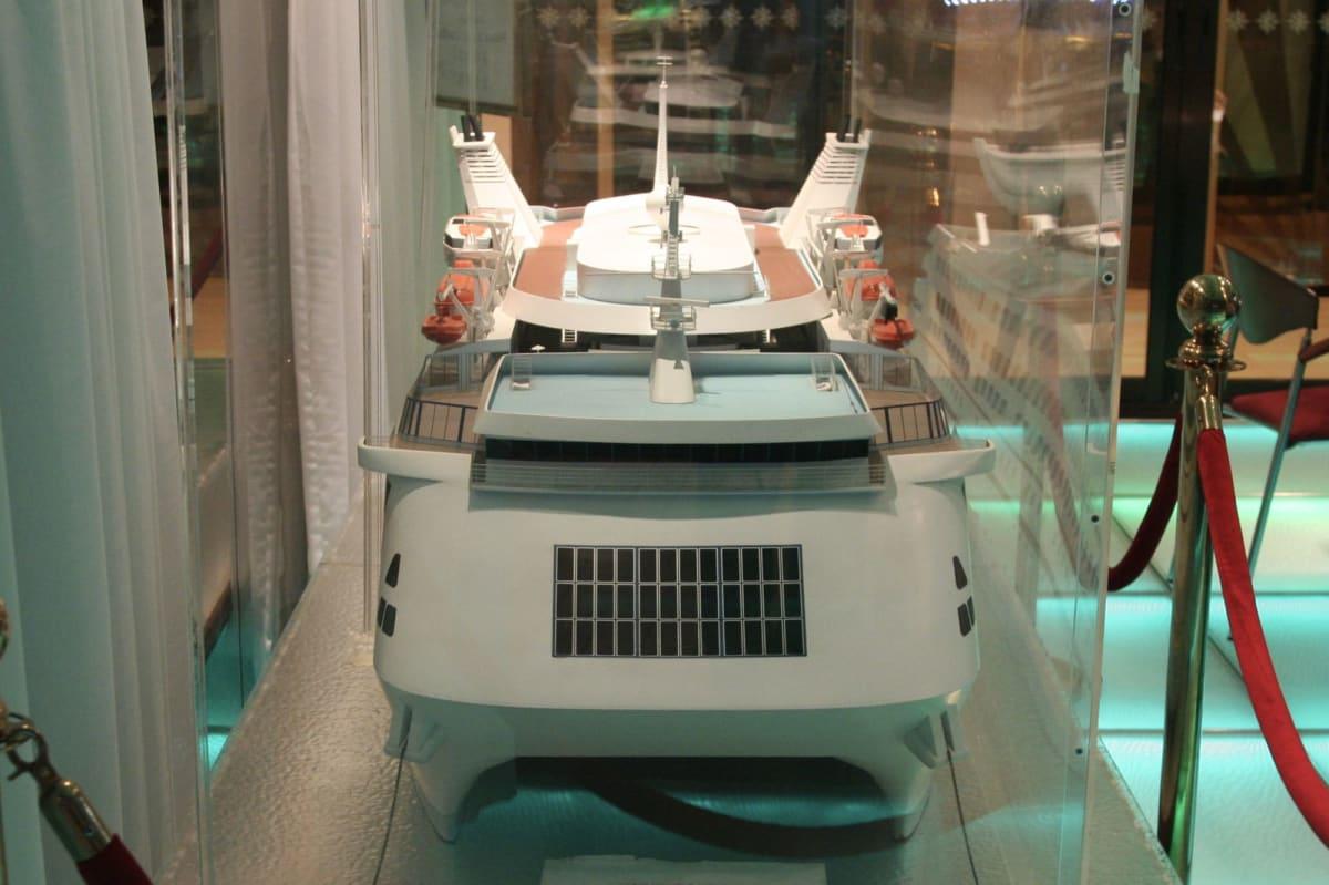 Asia Starの模型で見るフロント・ビュー | 客船アジア・スターの船内施設