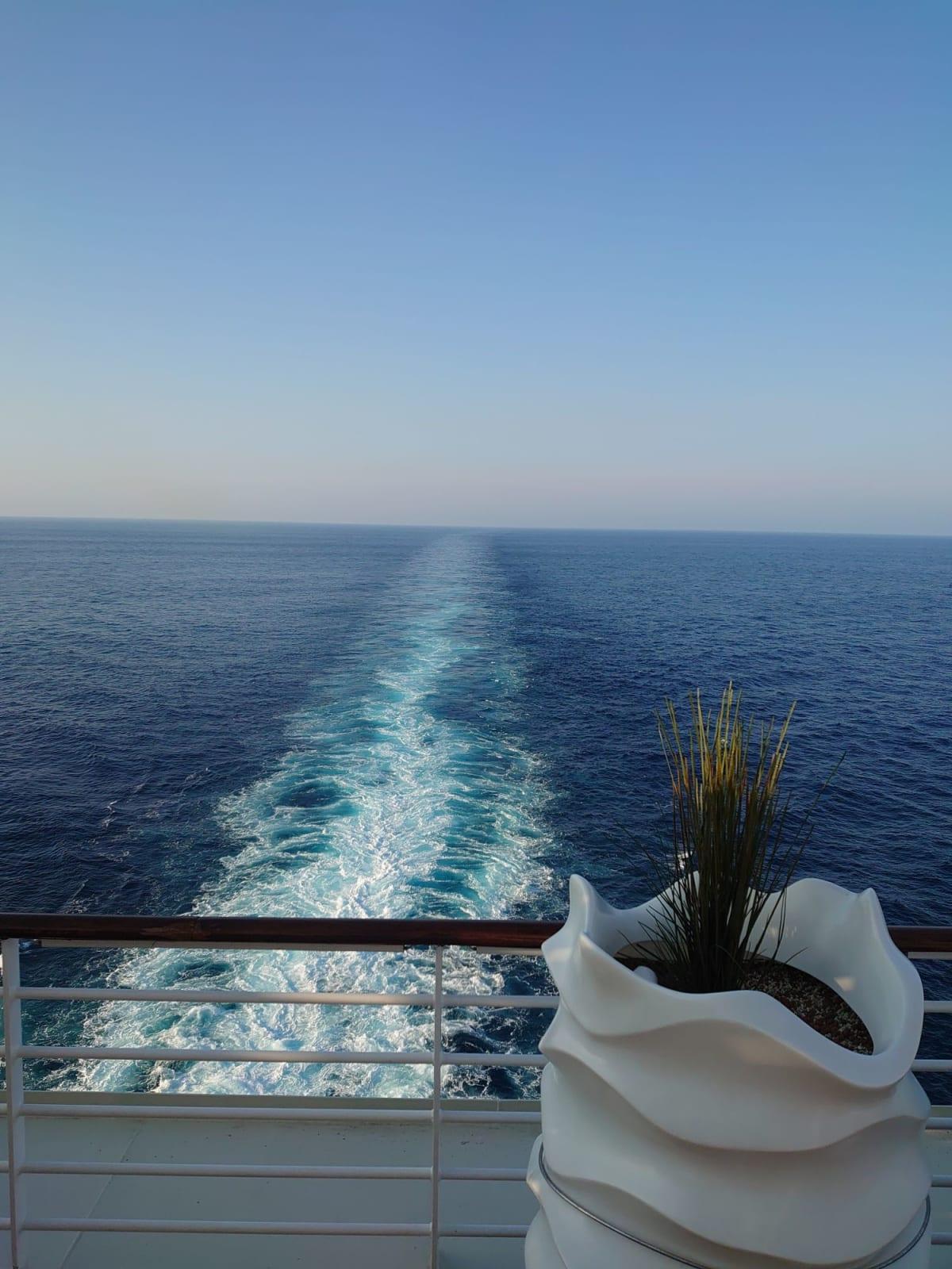 今回のクルーズを総括しますと セレブリティミレミアムはワンランク上のクルーズ…といったところでしょうか? セレブがゆったり楽しむ感じ…とでもいいましょうか 庶民の私にはカジュアルせんが合っていると思いました♪ 何事も経験なので、楽しい船旅でした。 | 客船セレブリティ・ミレニアムの船内施設