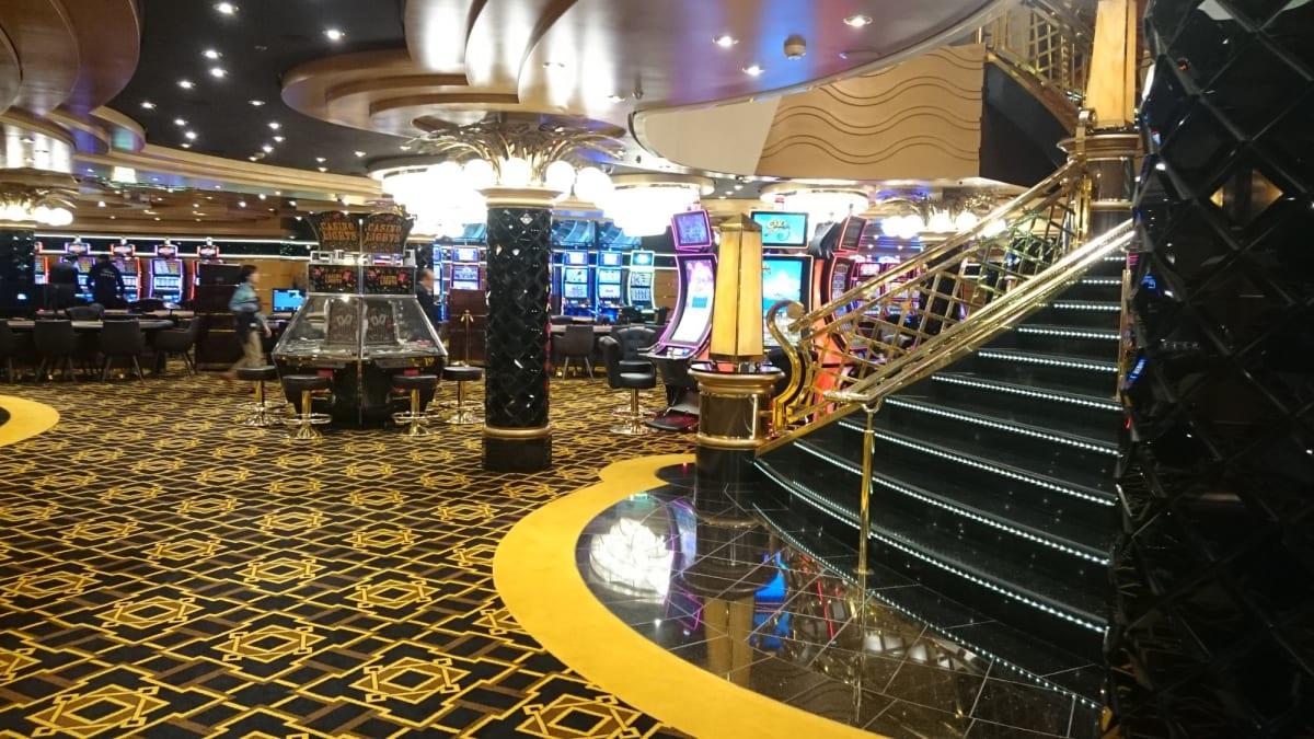 オープン前のカジノ。 | 客船MSCスプレンディダの船内施設