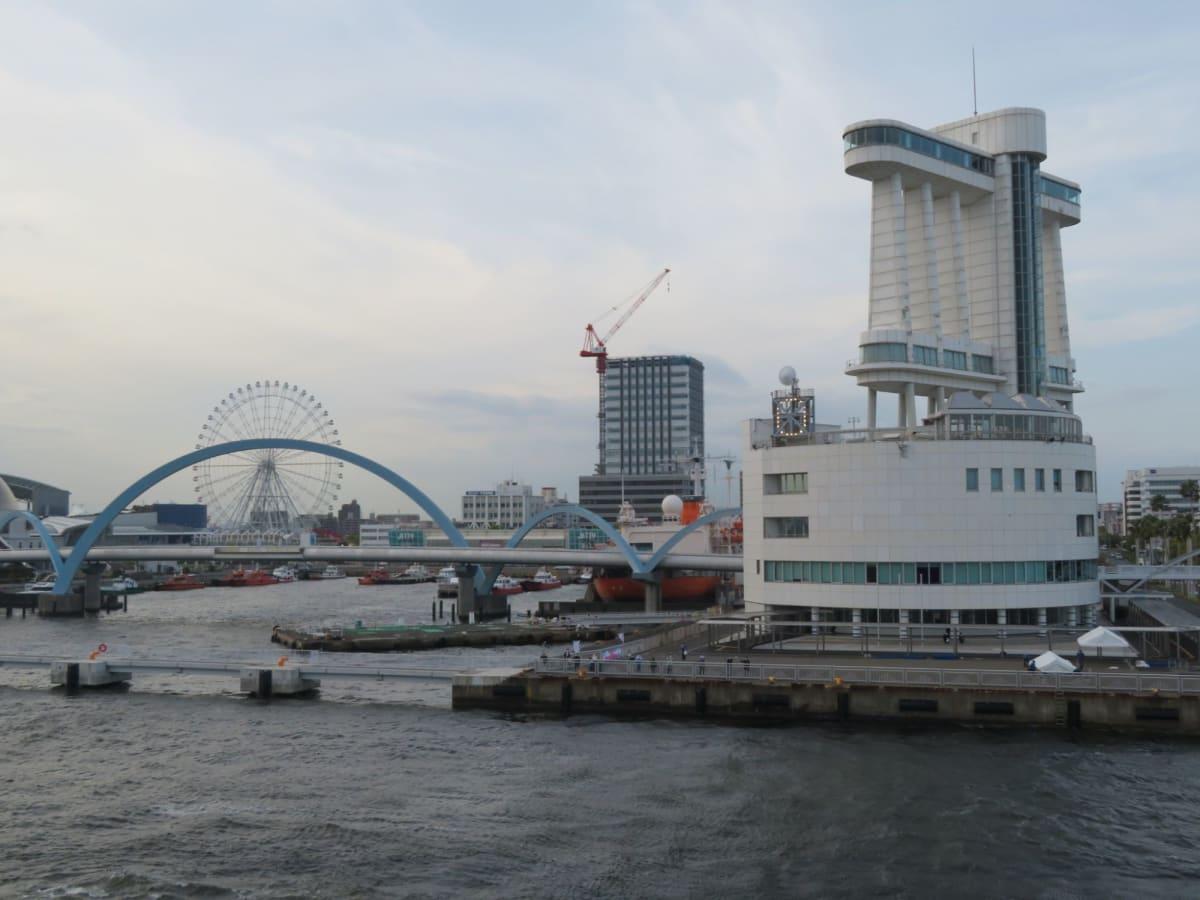 名古屋港を定刻17時に出港