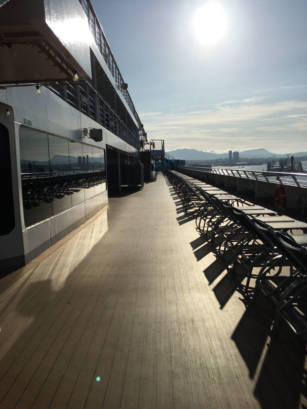 船のデッキ | 客船コスタ・ファシノーザの船内施設